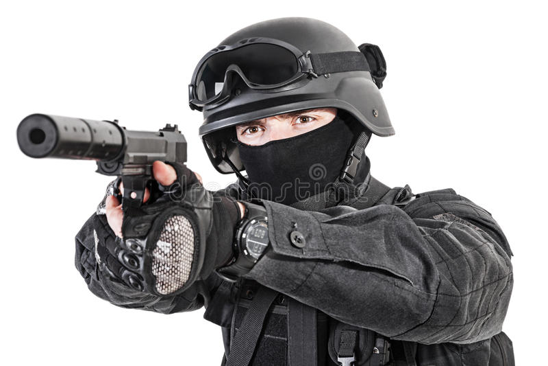 Полицейский СВАТ с пистолетом стоковое изображение