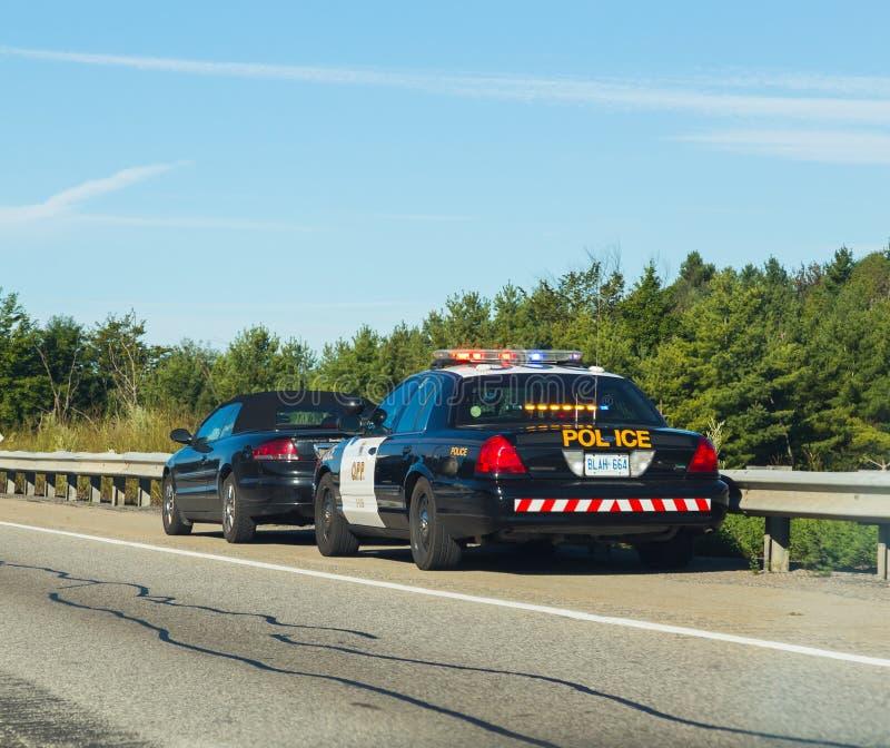 Полиция вытягивая над автомобилями в Канаде стоковая фотография rf