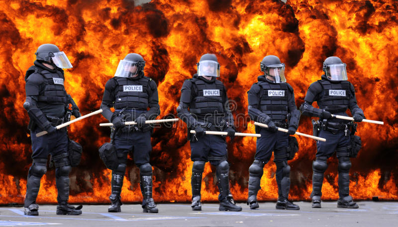 Полиция по охране общественного порядка и огонь стоковое изображение rf