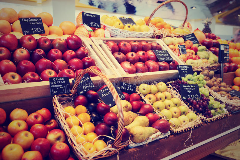 Полка при тонизированные плодоовощи, стоковое изображение