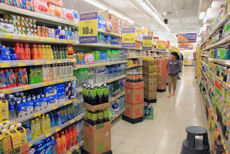 Полки refrigerated супермаркетом стоковые фото