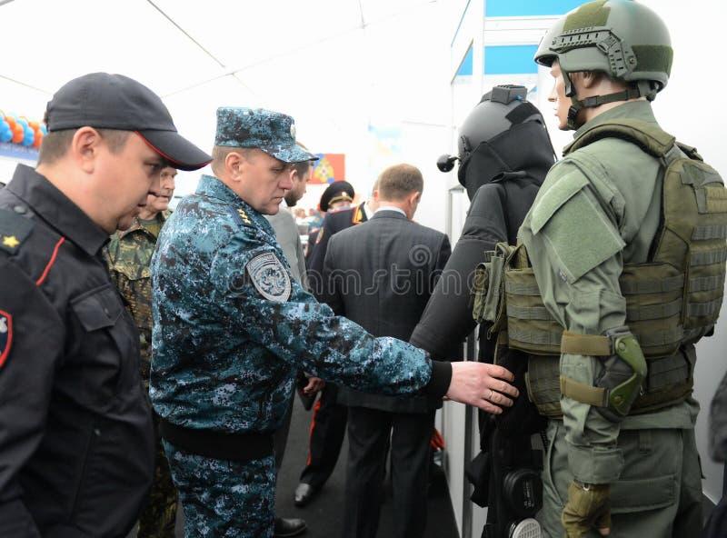 Полковник-генерал полиции, заместитель министра интерьера Российской Федерации Arkady Gostev на международном салоне стоковое изображение rf