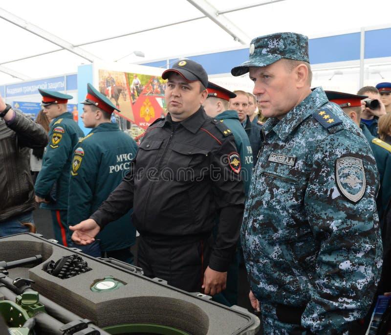 Полковник-генерал полиции, заместитель министра интерьера Российской Федерации Arkady Gostev на международном салоне стоковое изображение