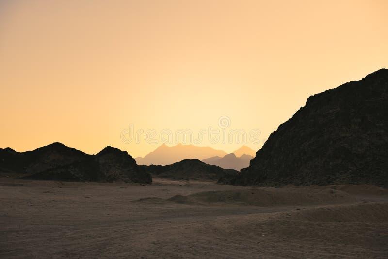 Подкрашиванный ландшафт изображения аравийской пустыни стоковое изображение rf