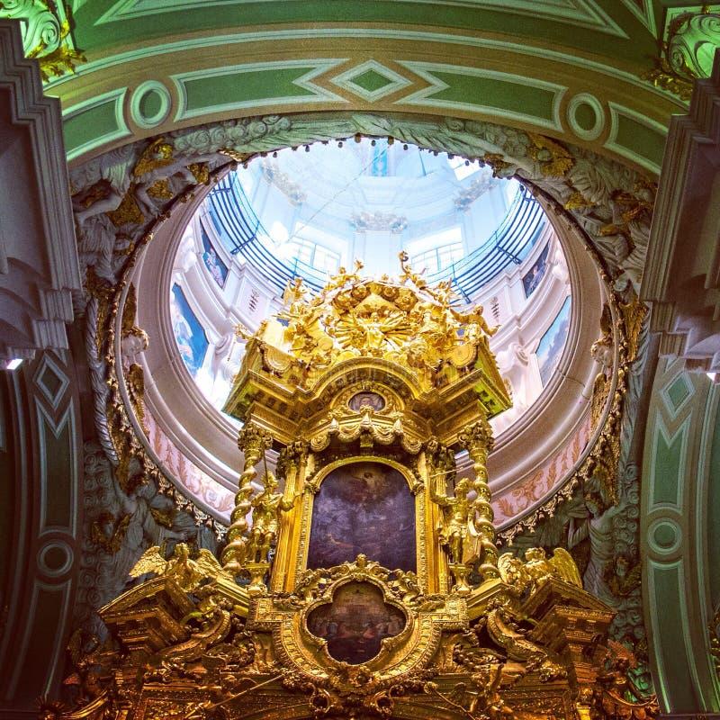 Под куполом собора Питера и Пола стоковые изображения rf