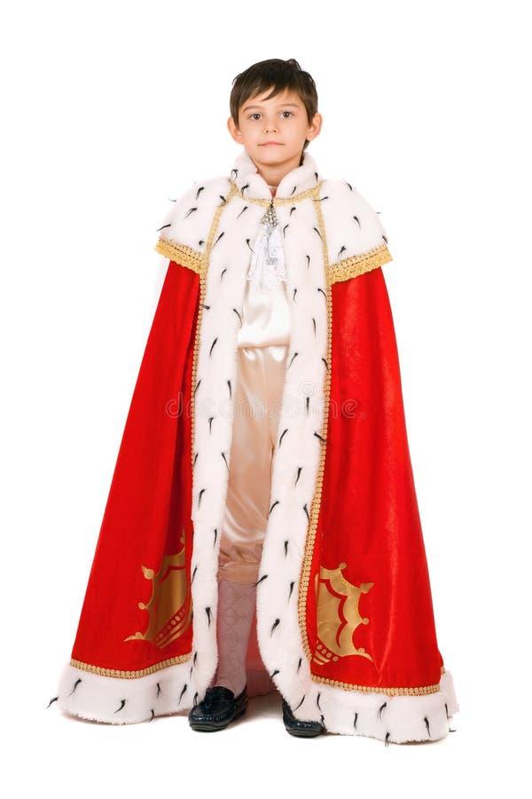 по мере того как мальчик одетьл изолированного короля стоковое изображение