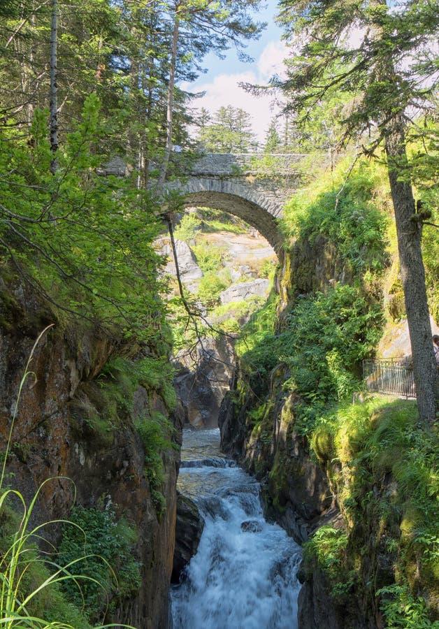 Под мостом Испании на Cauterets стоковая фотография