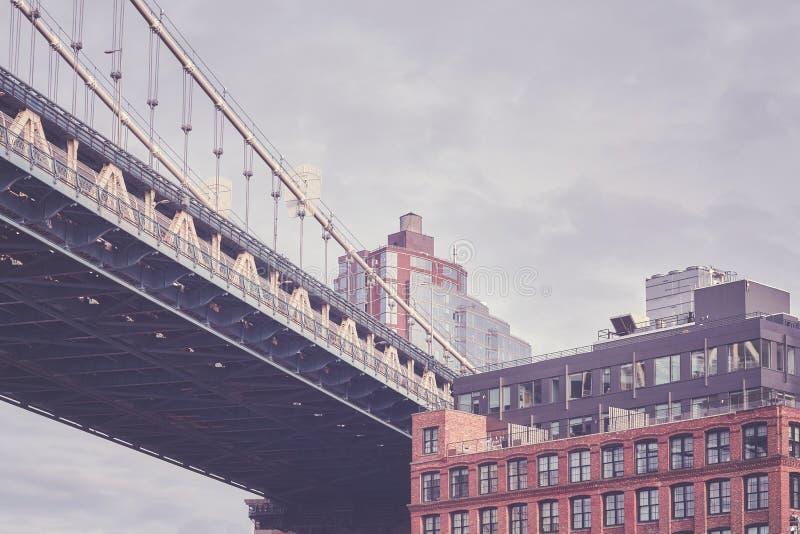 Под мостом Манхаттана, Нью-Йорк, США стоковые изображения rf