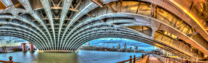 Под мостом Blackfrairs стоковые фото