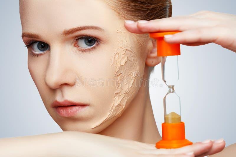 Подмолаживание концепции красоты, возобновление, забота кожи, проблемы кожи w стоковое фото