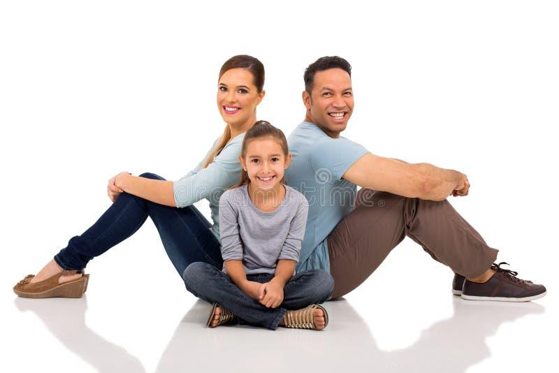 Пол молодой семьи сидя стоковые фотографии rf
