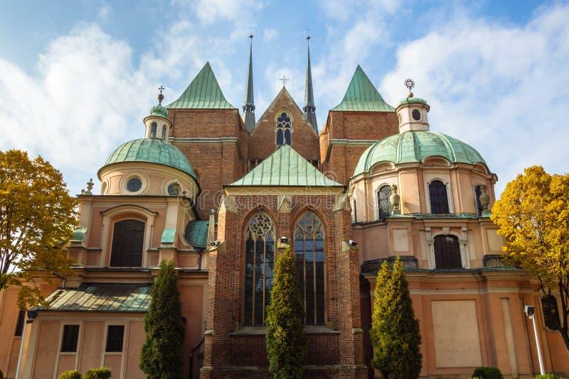 Полная съемка зада собора Wroclaw, Польши стоковая фотография