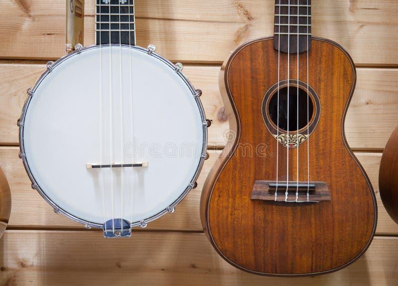 Поднимающее вверх банджо и гавайской гитары близкое стоковая фотография rf