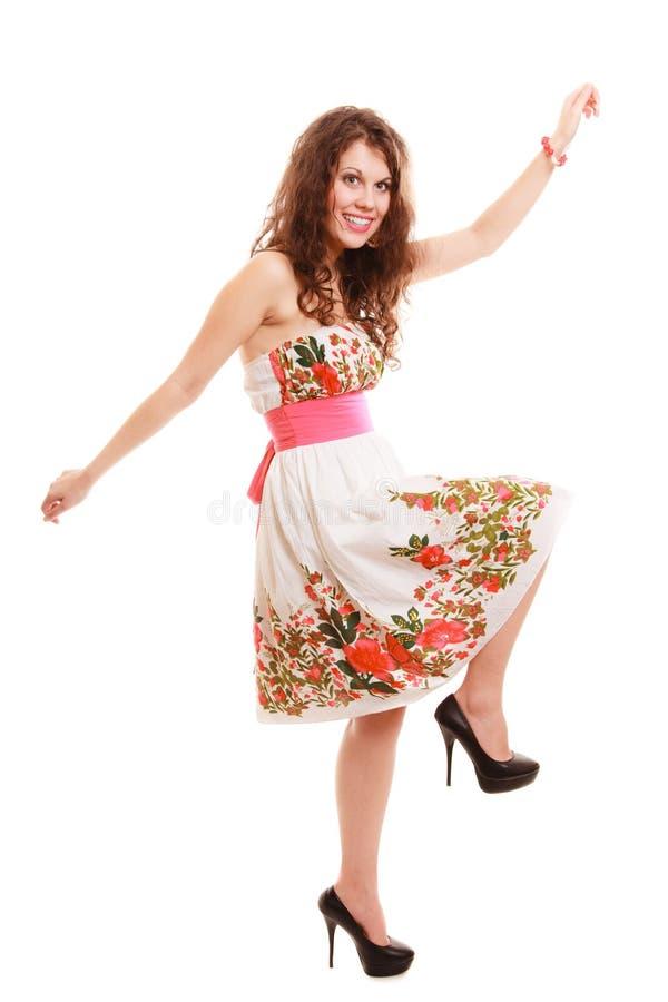 Полнометражная смешная девушка женщины в изолированном платье лета флористическом. Мода. стоковые изображения rf