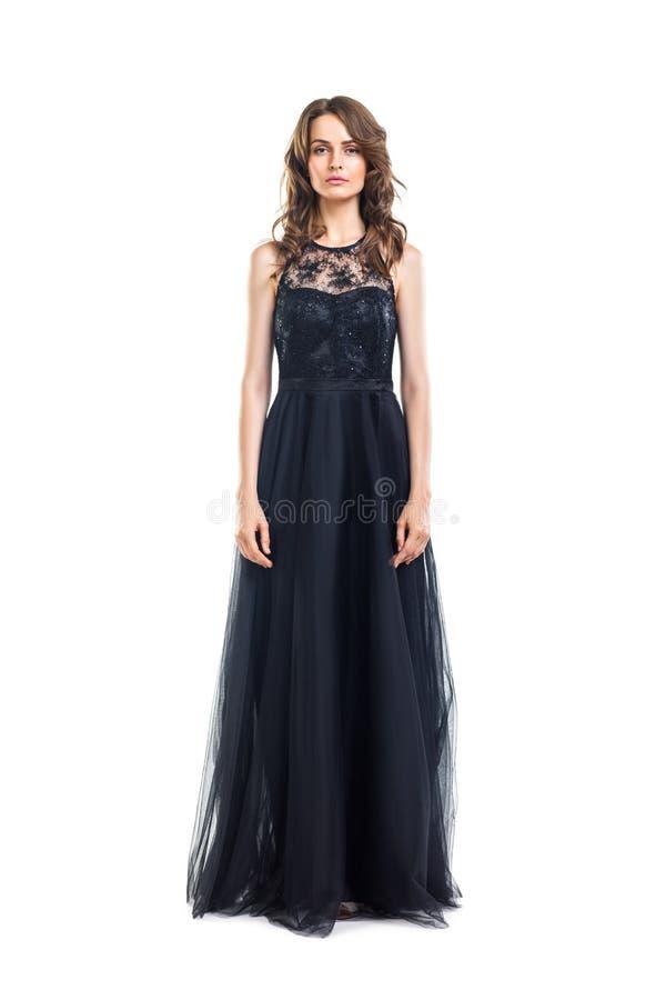 Полнометражный портрет молодой красивой женщины в черном выравниваясь d стоковое фото rf