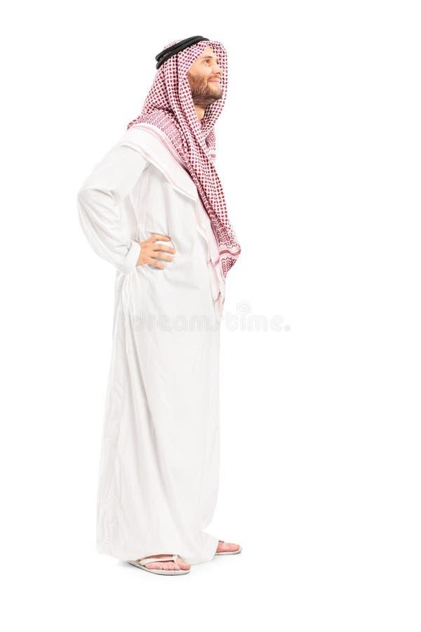 Полнометражный портрет мужского арабского положения персоны стоковая фотография rf