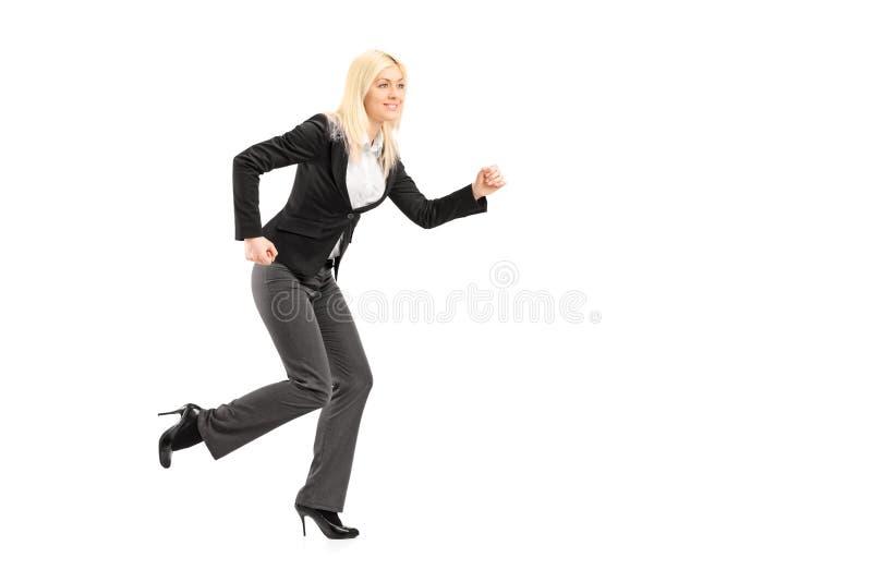 Полнометражный портрет хода коммерсантки стоковая фотография
