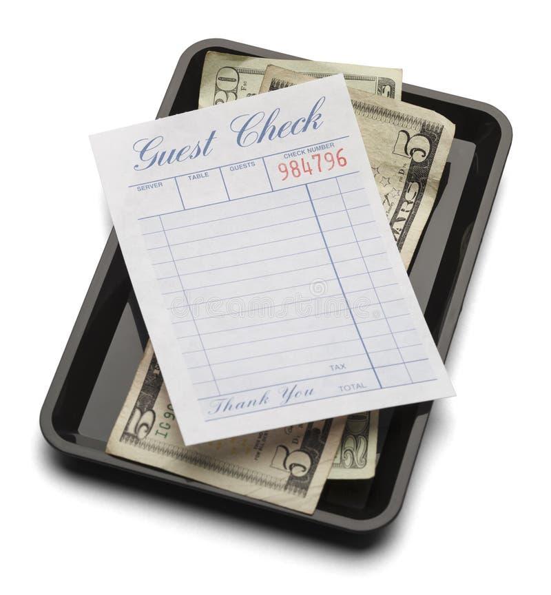 Поднос и деньги проверки гостя стоковое изображение