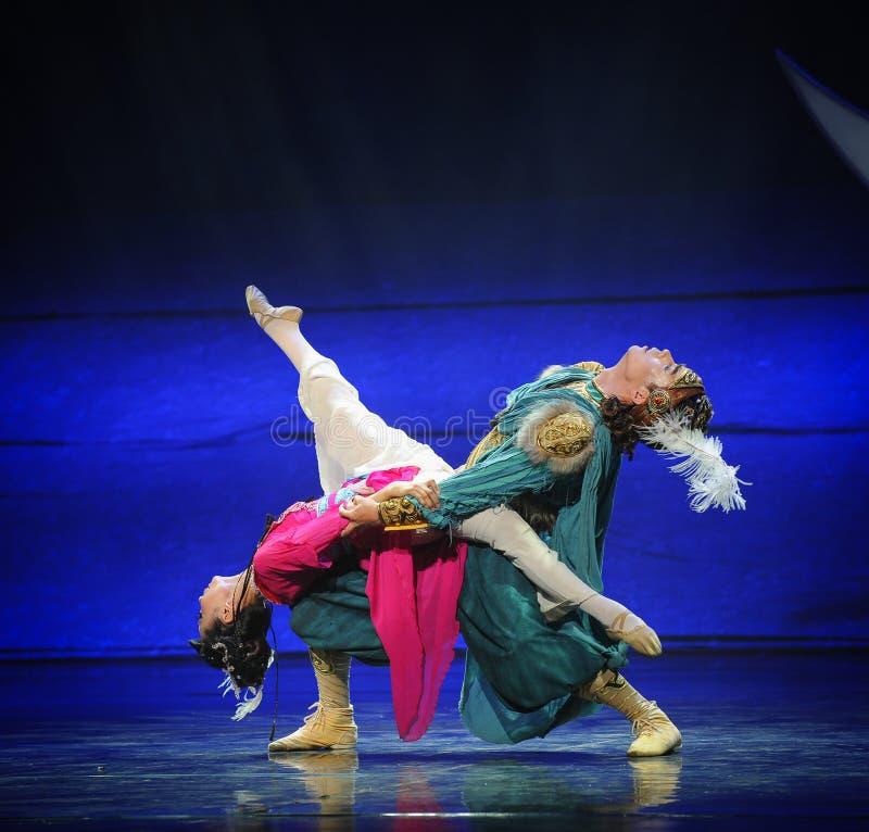 Половинная живая луна балета влюбленности-Hui над Helan стоковые изображения