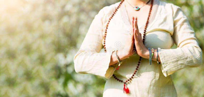 Положение йоги в girl& x27; молитва s