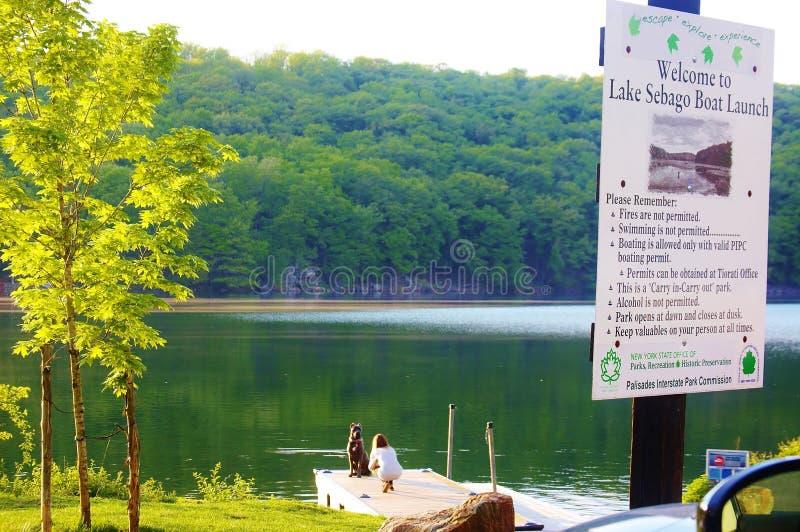 Положение Нью-Йорк США озера Sebago стоковое изображение rf