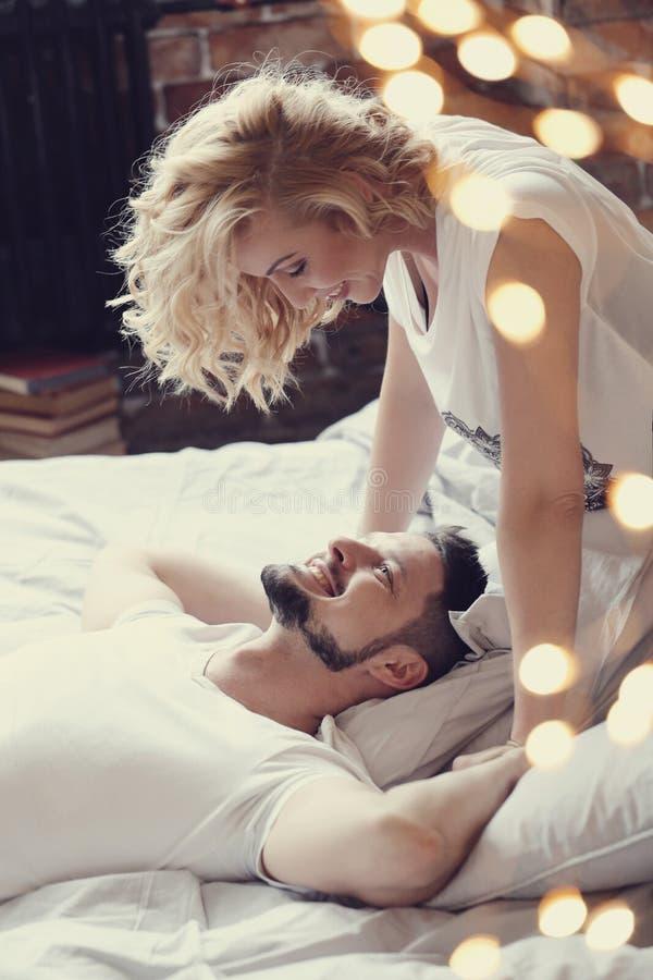 положите пар в постель стоковые изображения