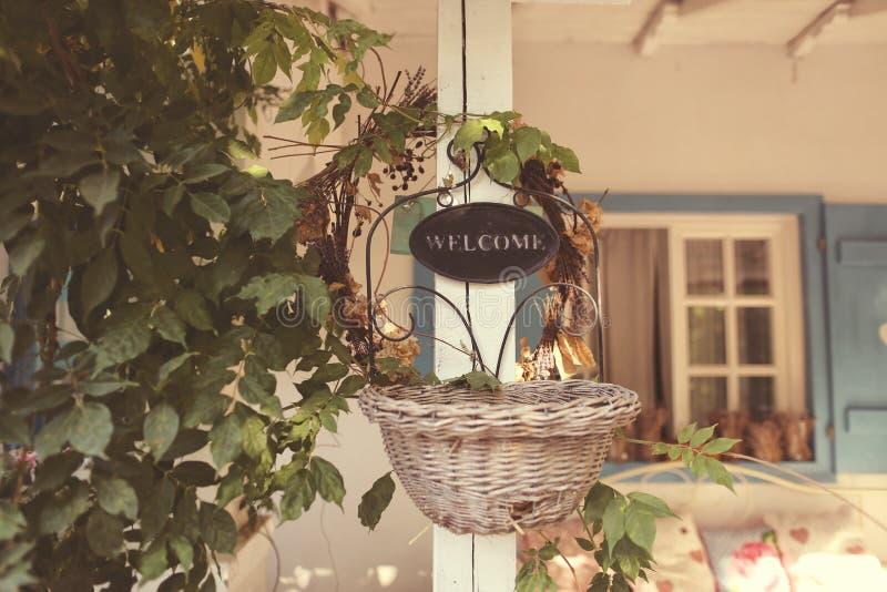 Положительный знак на красивом доме стоковая фотография