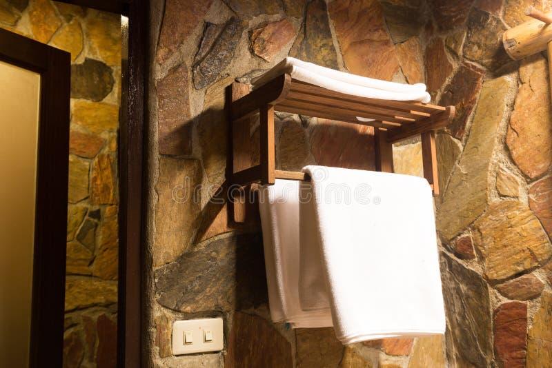 Полотенца в ванной комнате стоковая фотография rf