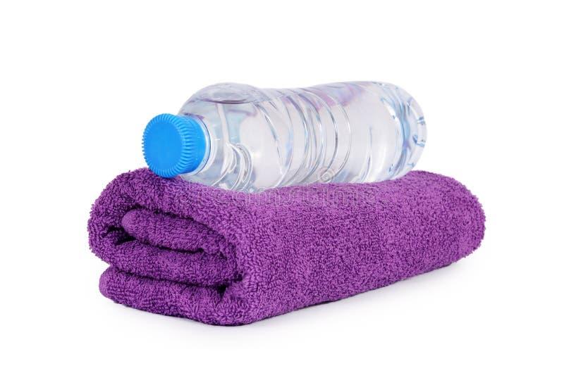 Полотенце ванны изолированное на белизне стоковое фото