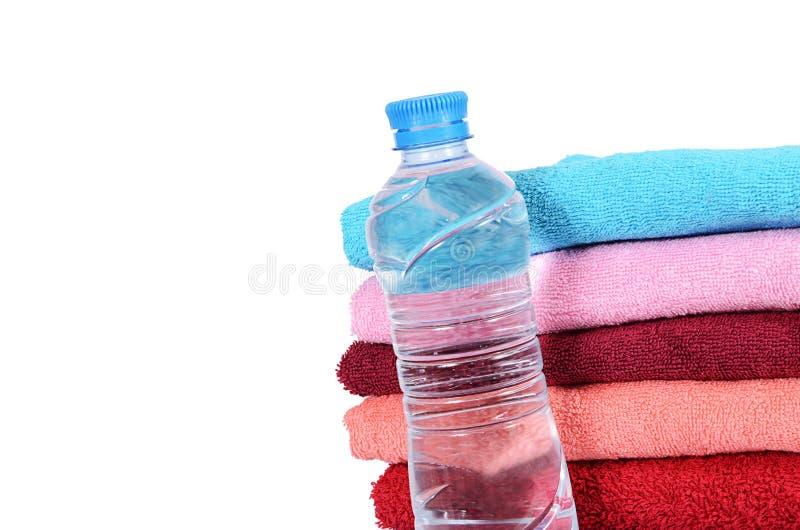 Полотенце ванны изолированное на белизне стоковые изображения rf
