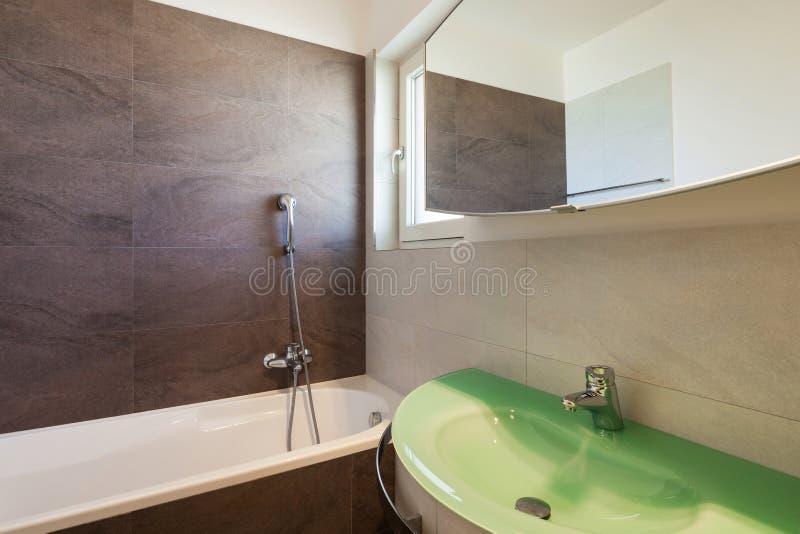 полотенце интерьера шара ванной комнаты стоковое фото