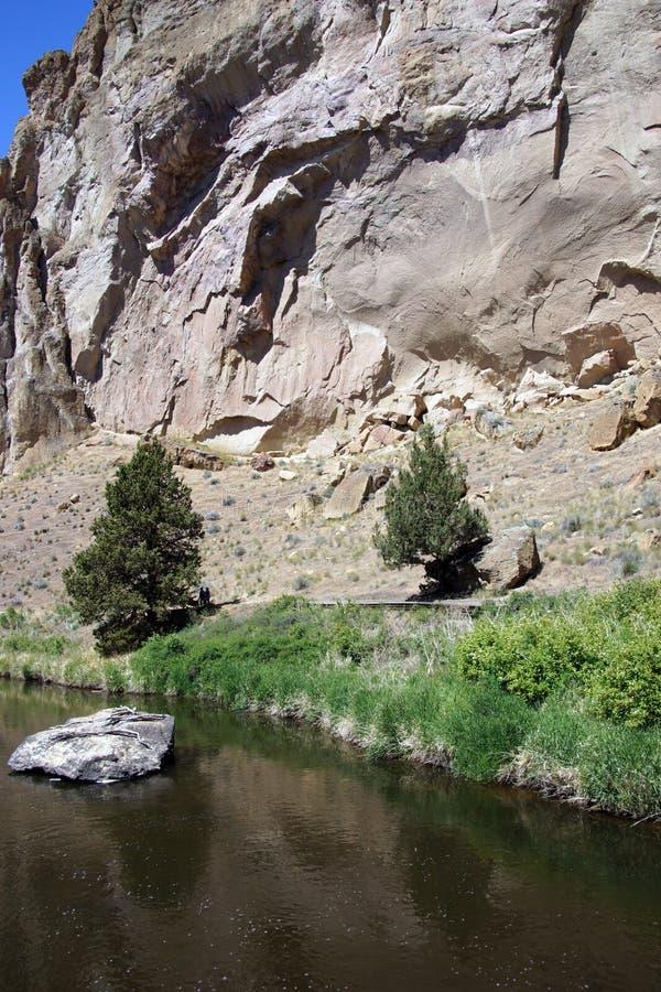 Download Пол долины нечестного реки стоковое фото. изображение насчитывающей кузнец - 33736664