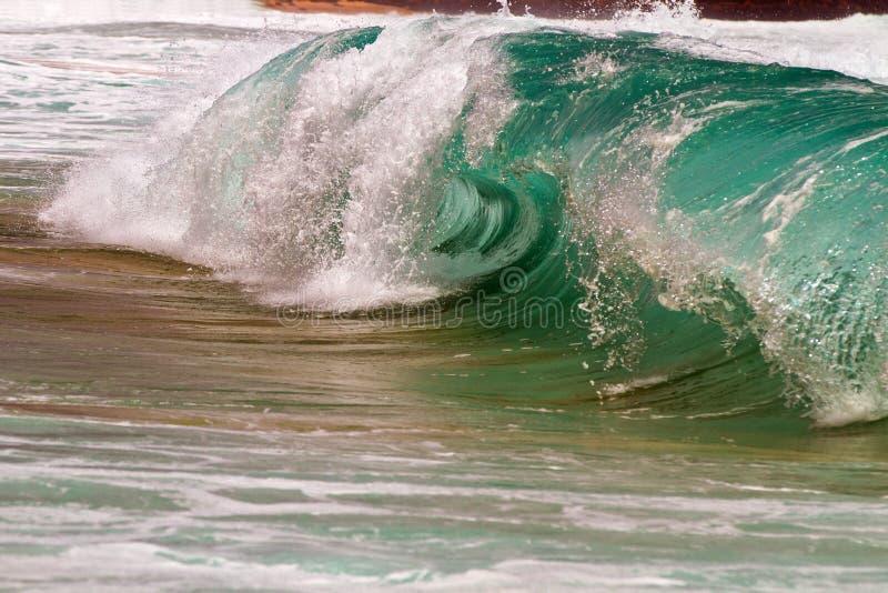 Подпирайте пролом/прибой в Kauaii, Гаваи стоковая фотография rf