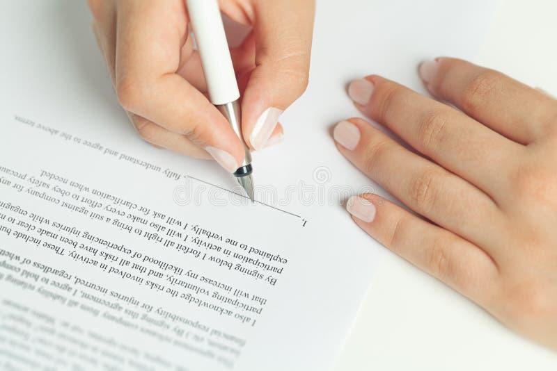 Подписание контракта дела стоковые изображения