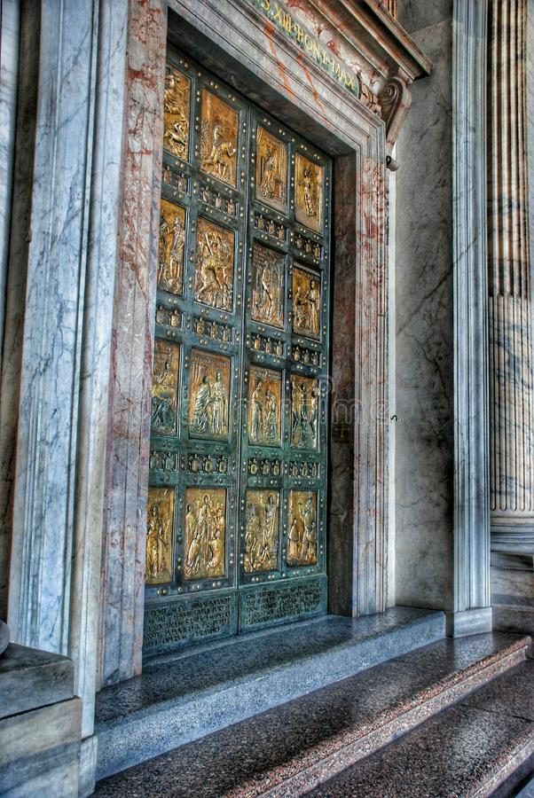 Подпишите внутри собор St Peter в Ватикане стоковые фотографии rf