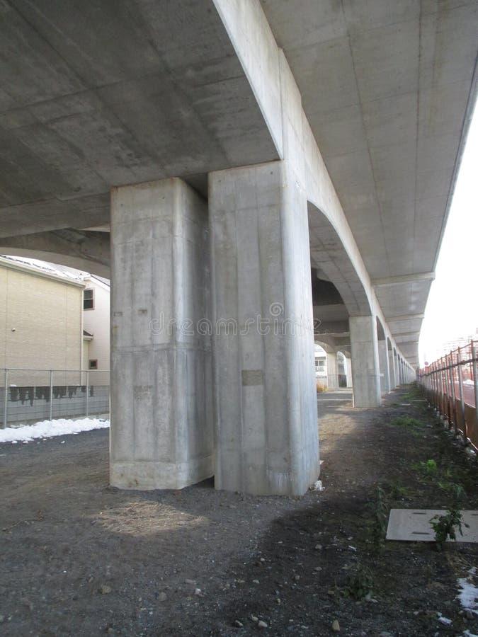 Под повышенным мостом, токио стоковые фото