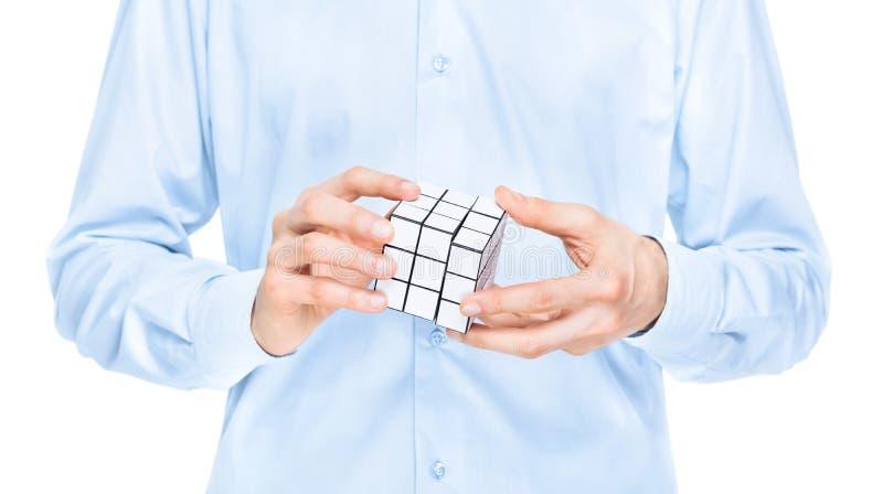 Бизнесмен разрешая пустую игру головоломки стоковое изображение rf