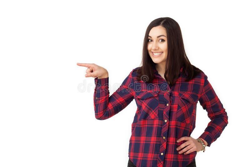 Подростковая девушка студента указывая к стороне стоковая фотография