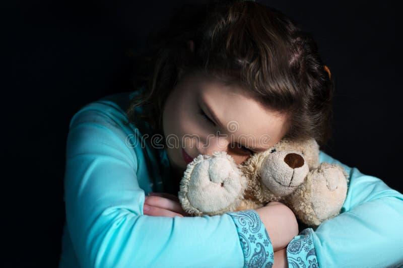 Подростковая депрессия, плача девушка стоковая фотография