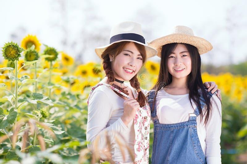 Подростковые азиатские девушки стоковое изображение rf