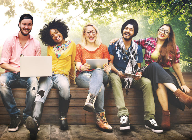 Подростков молодая команды концепция совместно жизнерадостная стоковые фото