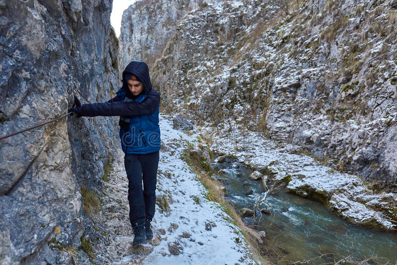 Подросток в зиме стоковые фотографии rf