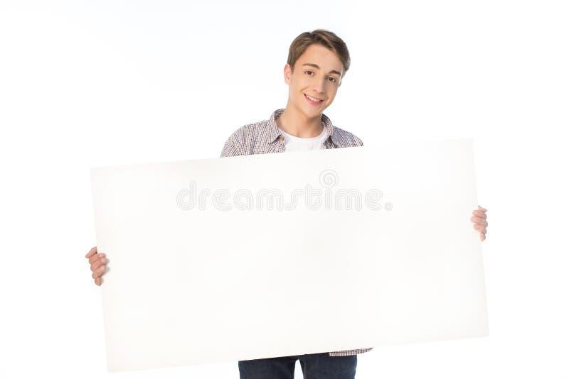 Подросток держа пустое знамя изолированный на белизне стоковые изображения
