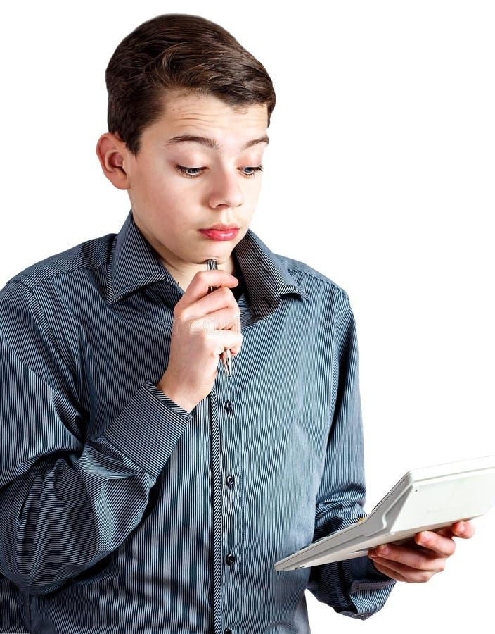 Подросток с ручкой в руке Подросток с подсчитывая машиной в его руке Дело денег школьника красивейшая персона Молодой человек стоковая фотография rf
