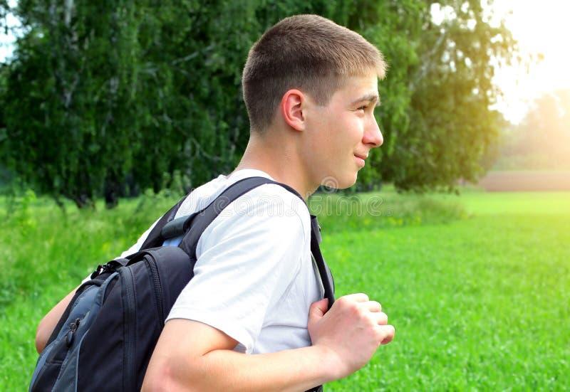 Подросток с рюкзаком стоковая фотография rf