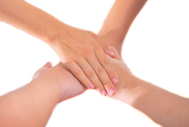 4 подруги держа руки в куче единства и сыгранности стоковые изображения rf