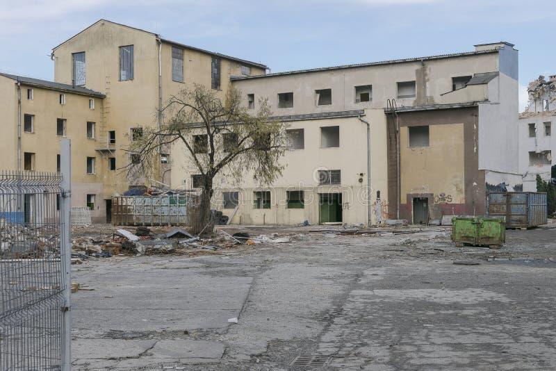 Подрывание старых зданий стоковая фотография