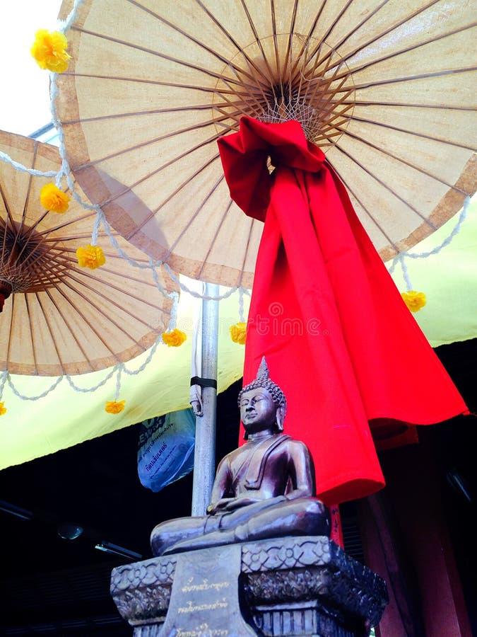 под тенью буддизма стоковые фотографии rf
