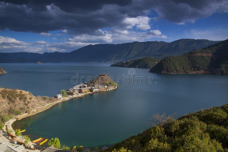 Полуостров Lige озера Lugu стоковые изображения rf