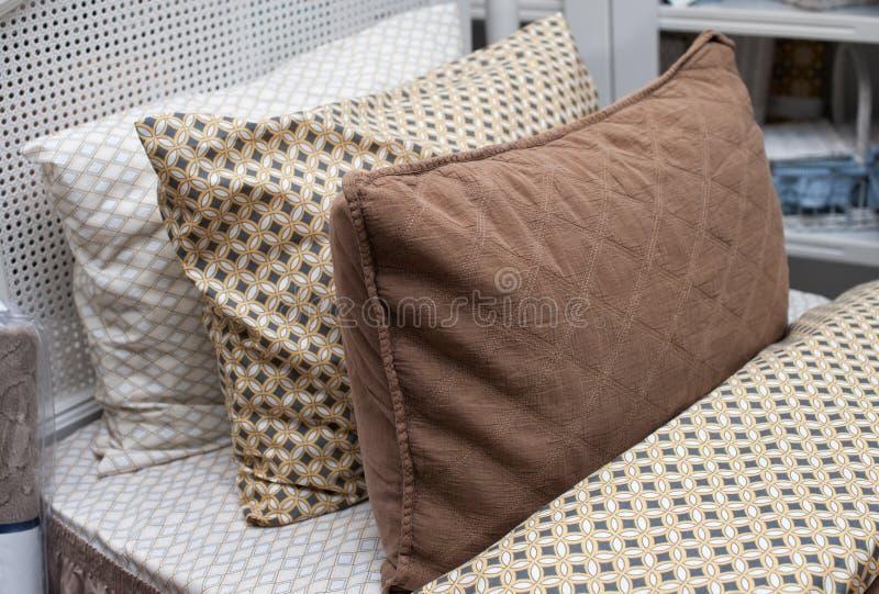 3 подушки на кровати стоковые изображения